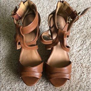 Shi by Journeys platform wedge sandal